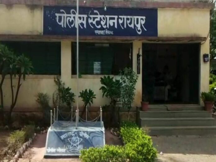 पत्नी माहेरी गेल्यानंतर आईवरच बलात्कार; आरोपी मुलगा फरार