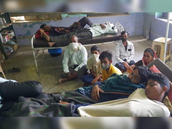 रावेर तालुक्यात वीज कोसळली; एकाच कुुटुंबातील दहाजण जखमी