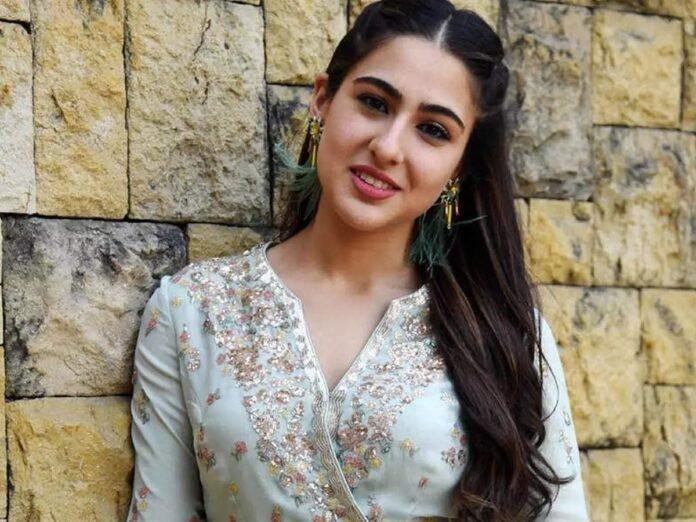 Sara Ali Khan Share Her Beauty Secrets And Get Skin Care Tips From Amruta Singh And Sharmila Tagore - सारा अली खान म्हणते मेकअप न करताही दिसाल सुंदर! ग्लॅमरस दिसण्यासाठी अभिनेत्रीने लढवली 'ही' शक्कल | Maharashtra Times