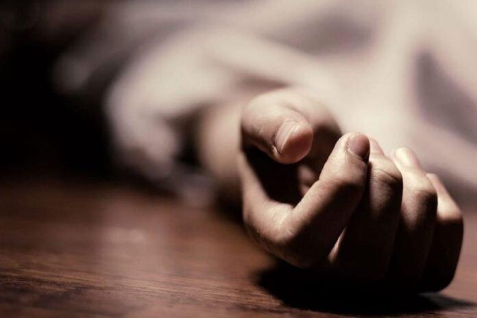 लेकरांना सकाळी जाग आली अन् आई-वडील आढळले मृतावस्थेत; 13 वर्षांचा संसार क्षणात उद्धवस्त   Crime
