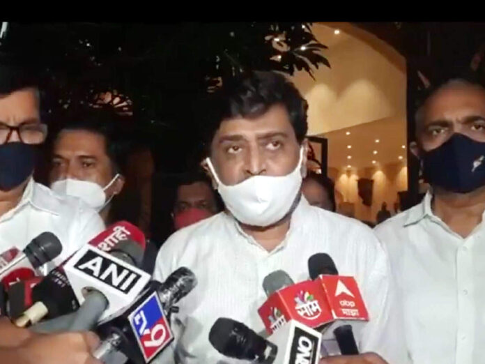 maratha reservation latest update: Ashok Chavan मराठा आरक्षण: 'केंद्र सरकार कमी पडले असा आरोप आम्ही करणार नाही' - maratha reservation ashok chavan crestfallen over sc decision