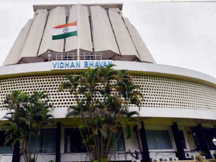 maharashtra assembly monsoon session 2021: Live Update: अधिवेशनाचा दुसरा दिवस; आमदारांच्या निलंबनामुळं विरोधक काय भूमिका घेणार? - live updates: 2nd day of maharashtra assembly monsoon session 2021