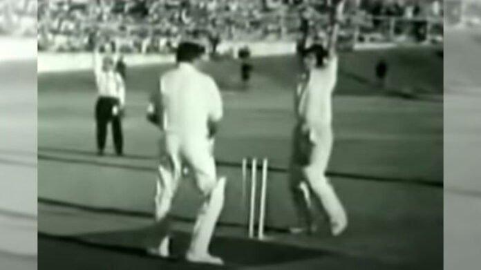 Video   राज कपूर यांच्या टीमशी मुकाबला, दिलीप कुमारांनी क्रिकेटच्या मैदानातही दाखवला जलवा!   Charity Cricket Match between Dilip Kumar and Raj Kapoor see throwback video